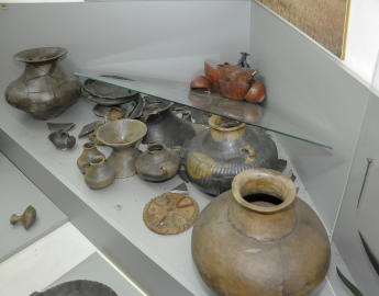 10. 4. A pair of Early Iron Age ceramic askoi and cups from Dalj sustain significant damage in earthquake